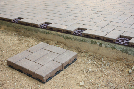 Merveilleux We Extended The Patio With A Flexible Base And Used The Thicker Standard  Surface Pavers On The Expansion.