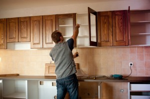 When to Replace and When to Reface Kitchen Cabinet Doors