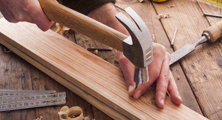 14 Essential Tools for a Carpenter Helper's Toolbox